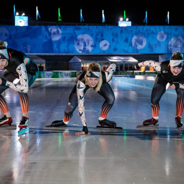 Mensen die schaatskleding Nicesports dragen